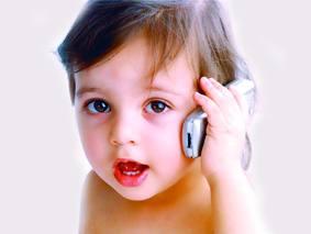 مخاطر كبيرة لاستخدام الأطفال للهواتف المحمولة
