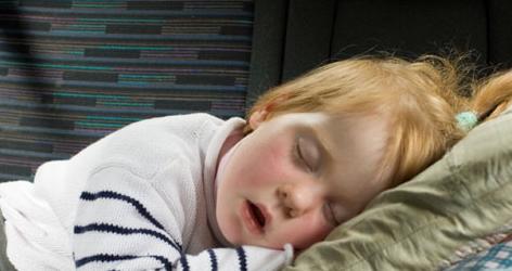مخاطر الشخير علي نمو دماغ الأطفال