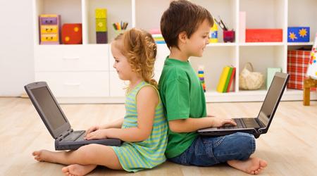 الكمبيوتر خطر علي صحة الاطفال الصغار