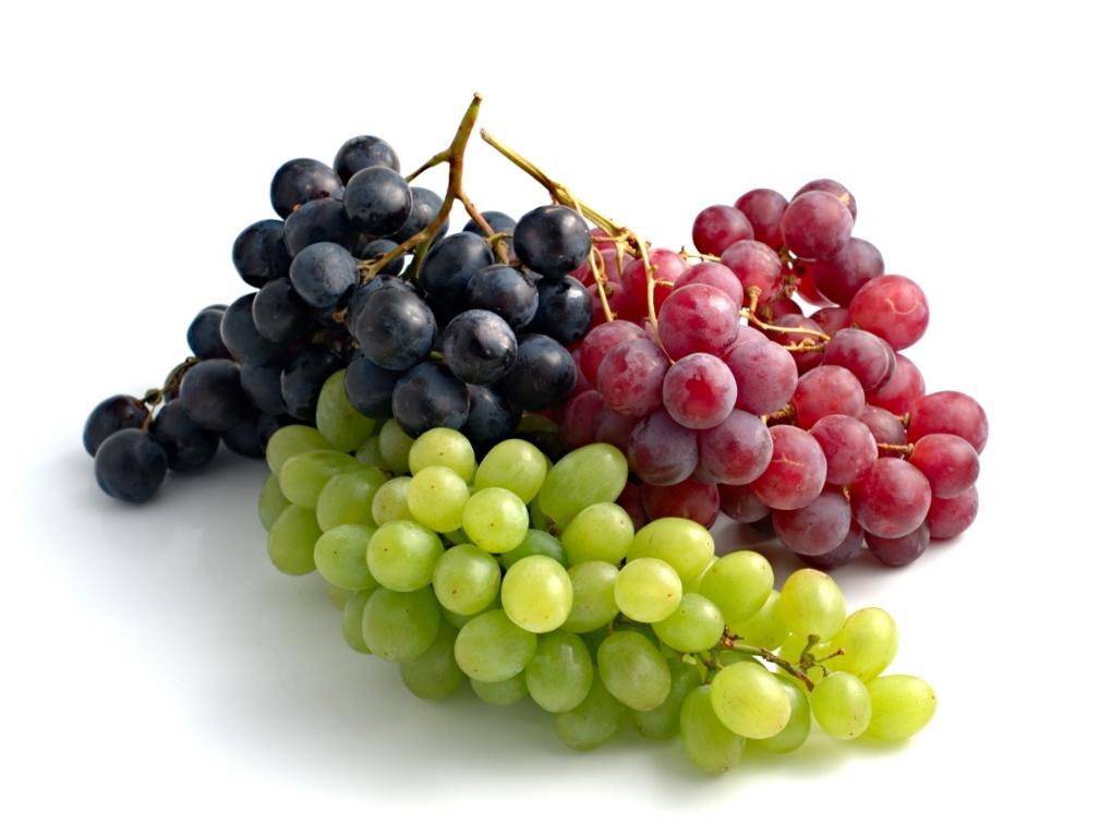 """Photo of """"العنب"""" فاكهة مهمة جداً لمرضى الضغط المزمن"""