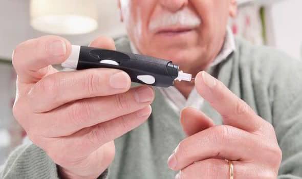 متى تحتاج إلى قياس السكر بالوخز؟-طبيب العرب
