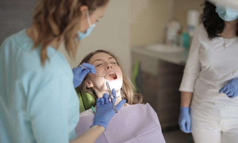 سعر تلبيس الأسنان الأمامية
