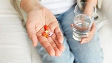 هل الفيتامينات تضر الحامل في الشهور الأولى؟