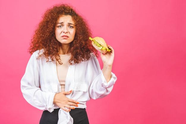 ألم البطن بعد أكل المقليات والأكل الدسم